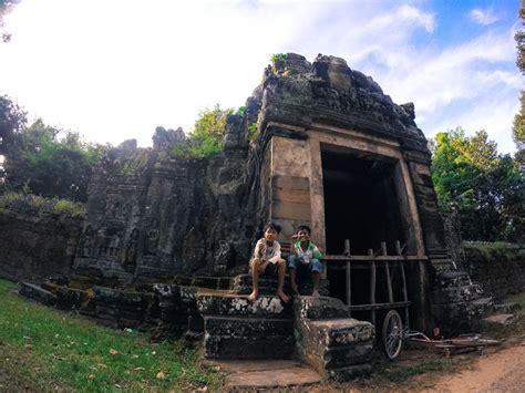 hydration 10k race angkor wat half marathon running in the ancient temples