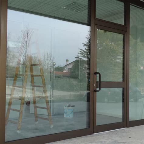 porte per negozi in alluminio porta ingresso in alluminio su negozio infissi br1