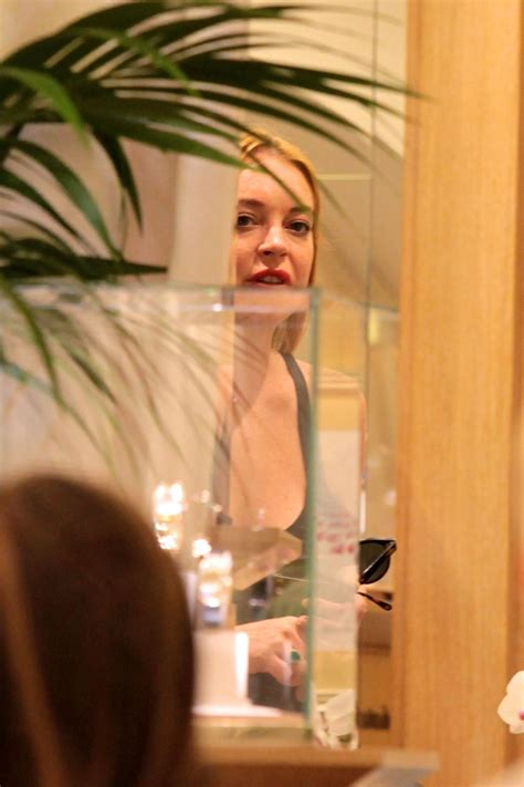 Lindsay Lohan Out by Lindsay Lohan Out For Dinner With Friends In Sardinia 07