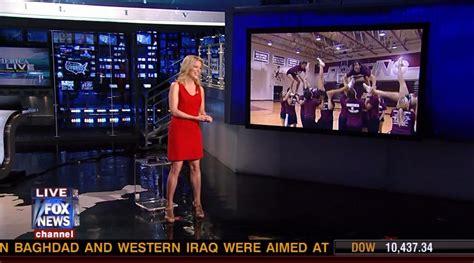 fox news megyn kelly legs megyn kelly looking sexy in a little red dress sexy leg