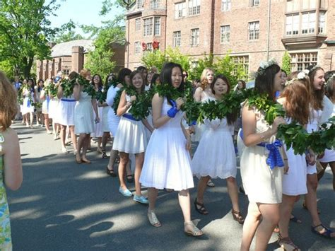 thesis advisor mount holyoke graduating seniors march in the laurel parade to mary lyon