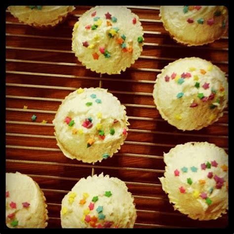 the hummingbird bakery cupcakes 1849750750 hummingbird bakery vanilla cupcakes recipe adapted for high altitude hummingbird high a