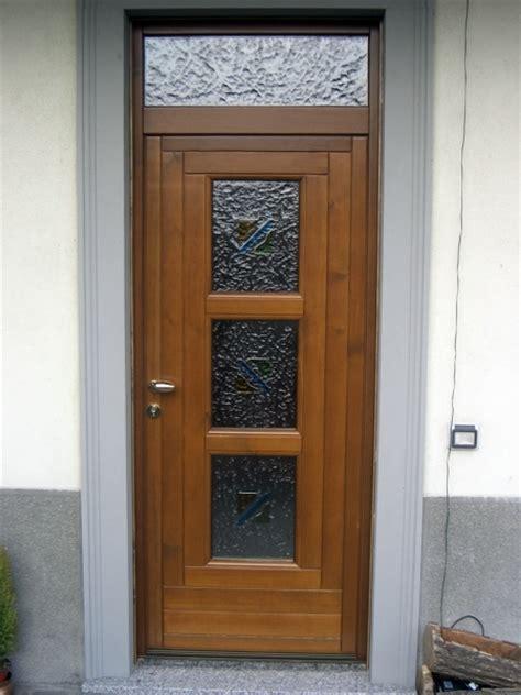 foto portoncini ingresso foto portoncino d ingresso in legno con tre vetri di f p