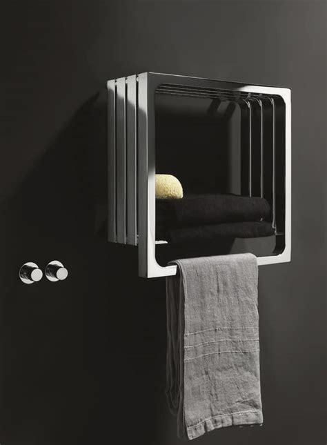 caloriferi da bagno calorifero da bagno con appendi asciugamano e mensola
