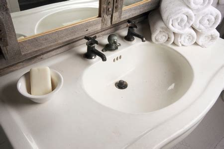 tips to repair cracked or chipped bathroom countertops