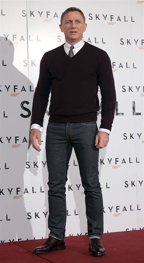 Daniel Sweter smedley bobby bond lifestyle made in britain bond lifestyle