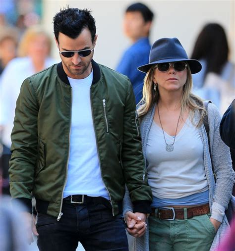 Lepaparazzi News Update Anistons No To Pitt Book by Aniston Holds With Justin Theroux In New