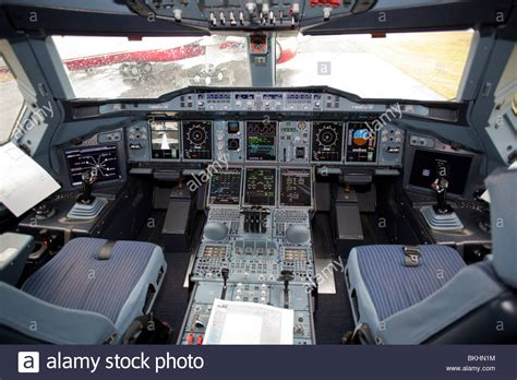 cabina airbus a380 cockpit airbus a380 stock photo 29278528 alamy