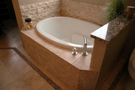 bathtubs for small spaces how to choose bathtubs for small spaces home design ideas