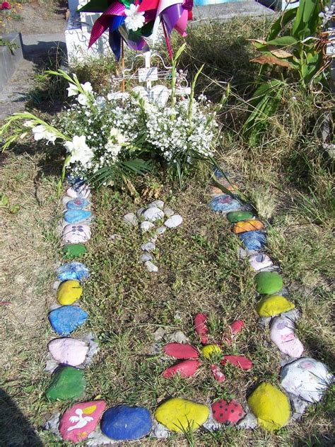 Grave Decorations by 1000 Images About Grave Decoration Ideas On