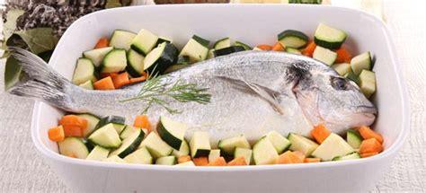 cucinare verdure al forno ricetta orata al forno con verdure miste cucinarepesce
