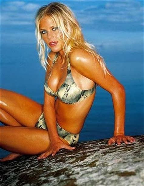 wife  celebrities wife  tiger woods elin maria