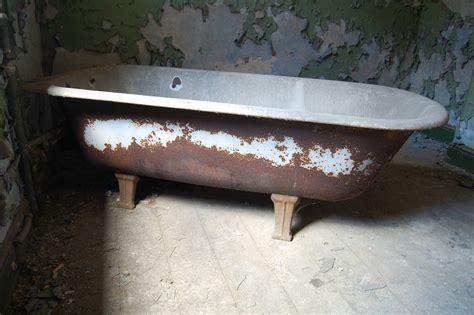 rust bathtub rusty bath tub flickr photo sharing