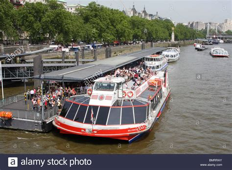 thames river cruise london england city cruises pleasure boats on the river thames london