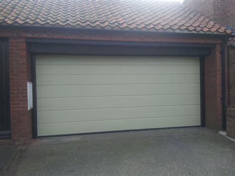 Automatic Overhead Door гаражные ворота купить в москве цены под ключ заказать
