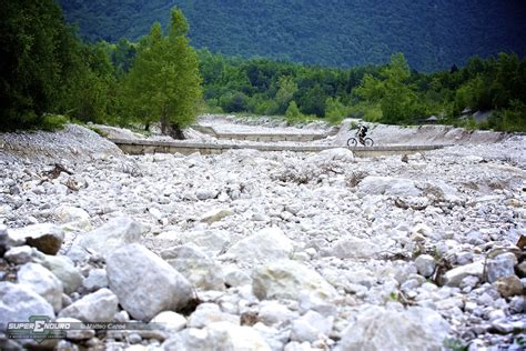 letto di fiume superenduro gemona vittoria per ducci e zanotto mtbcult it