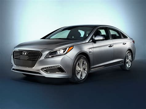 2017 hyundai sonata plug in hybrid overview cars com new 2017 hyundai sonata plug in hybrid price photos reviews safety ratings features