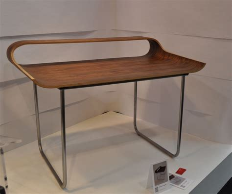 Minimalism Desk | stylish curved minimalist desk digsdigs