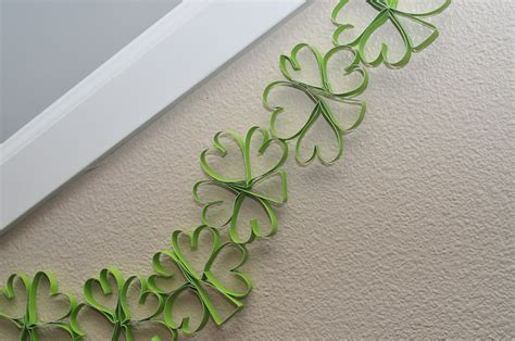 make your own paper shamrock garland sippy cup