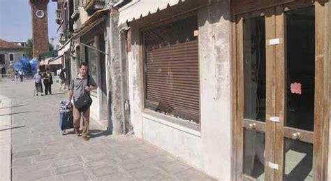 ladari di murano centro storico sotto assedio raffica di furti in bar
