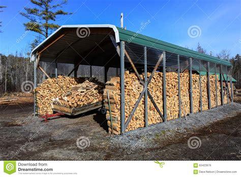 chauffage hangar hangar de bois de chauffage photo stock image 63423976