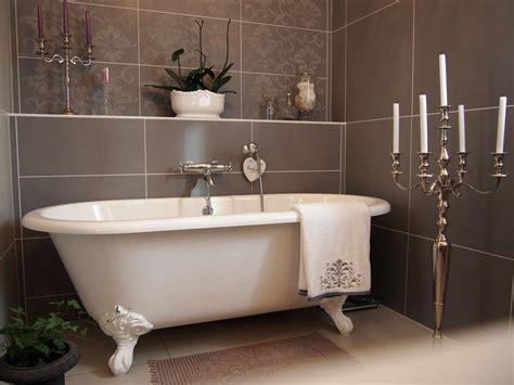 pose carrelage salle de bain baignoire 12 salles de bains pour choisir carrelage et sa fa 239 ence