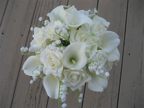 white wedding flowers white wedding bouquet amatoaimee
