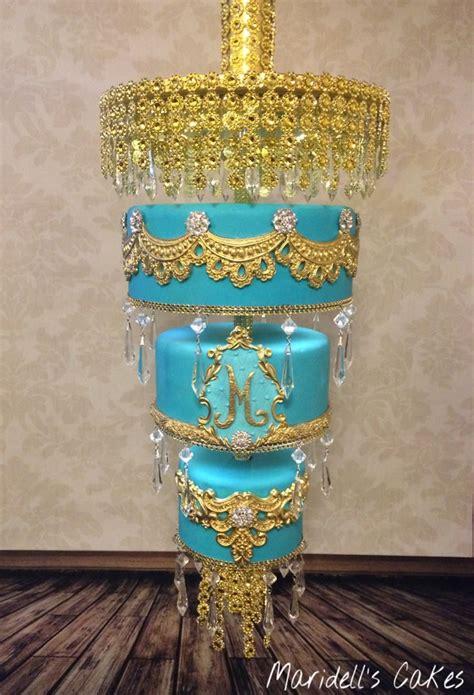 cake chandelier 25 beste idee 235 n chandelier cake op kanten taarten