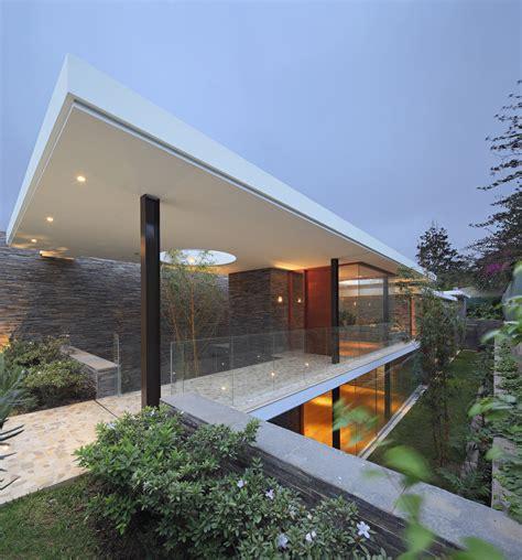 casa lineal metropolis oficina de arquitectura archdaily
