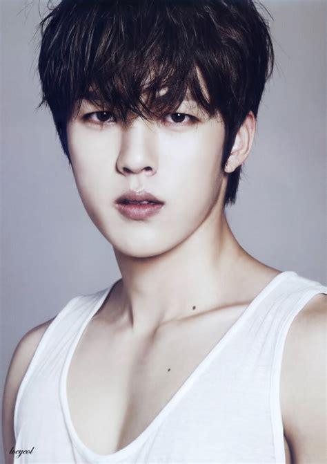 sungyeol magazine scans collarbones 14 moles wifebeater ... Infinite Sungyeol Masterlist
