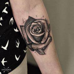 25 tatuajes de rosas negras ideales para ti las 25 mejores ideas sobre tatuajes para hombres en el