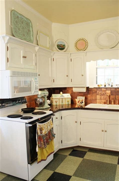 kitchen soffit makeover 13 best images about soffit decor on plate