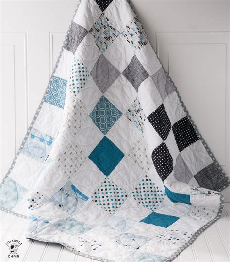 Patchwork Baby Quilt Tutorial - color blocked patchwork baby quilt tutorial a free quilt