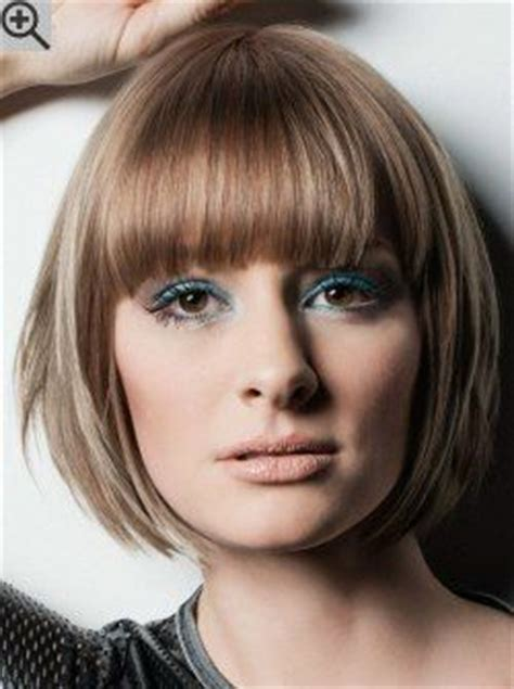 s curve hairstyle round bob with the sides layered to gently curve in the