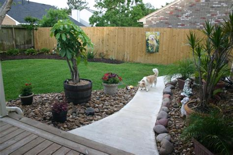 Backyard For Dogs Landscaping Ideas by Triyae Backyard Landscaping Ideas For Dogs Various
