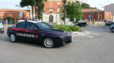 carabinieri bagno di romagna sarsina litiga con la moglie e si scaglia contro i