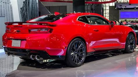 chevrolet camaro interni chevrolet camaro 2017 dimensions boot space and interior
