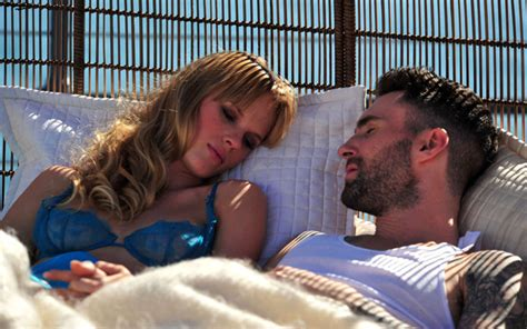 never gonna leave this bed chords model anne vyalitsyna stars in maroon 5 s new video
