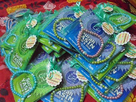 Souvenir Tas Yasin Mukena Dan Tas Makeupm door gift tasbih surah yasin dan sejadah mini yasin readymade tasbih design ameena uncang dan