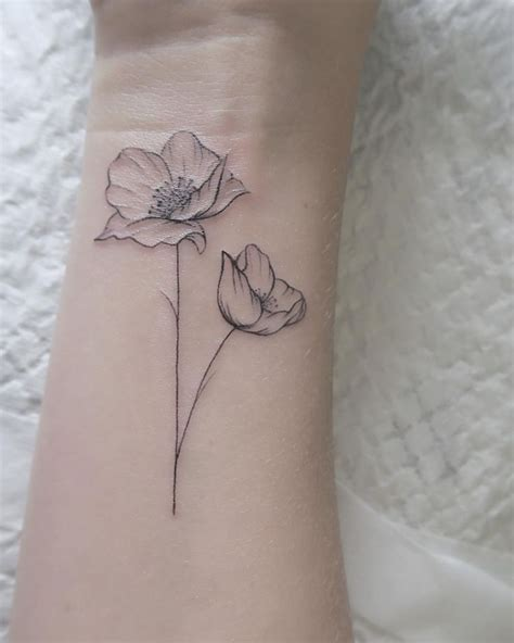 tasteful small tattoos best 25 small tattoos ideas on small