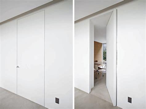 porte a bilico verticale parete mobile porta porta a bilico verticale filo 10