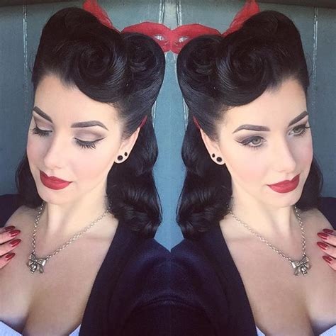 Different Pin Up Hairstyles by 25 Best Ideas About Victory Rolls On Vintage