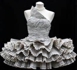 Upcycled Fashion Designers - el detalle que hace la diferencia papel adornos flores mariposas y hasta vestidos