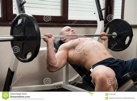 chest press on bench es flat bench chest press machine vs smith what muscles do