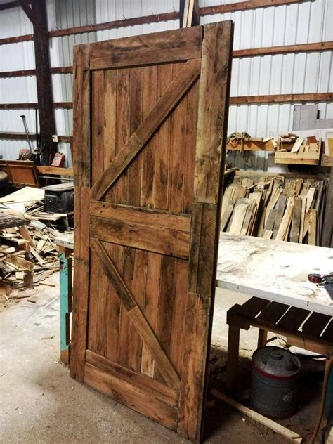 Pallet Barn Door Best 25 Pallet Door Ideas On Shutter Barn Doors Rustic Pet Doors And Reclaimed