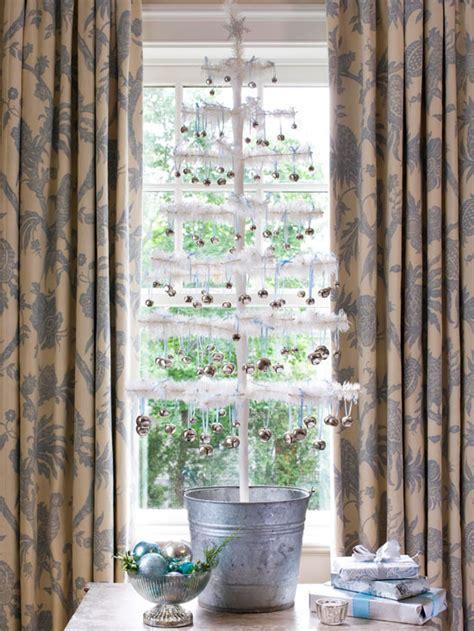 christbaum schmuck glanzvolle ideen mit auff 228 lligen details