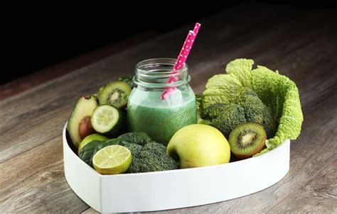 Chriselle Lim Veggie Detox Juice by Wallpaper Cucumber Broccoli Fruit Apple Lime