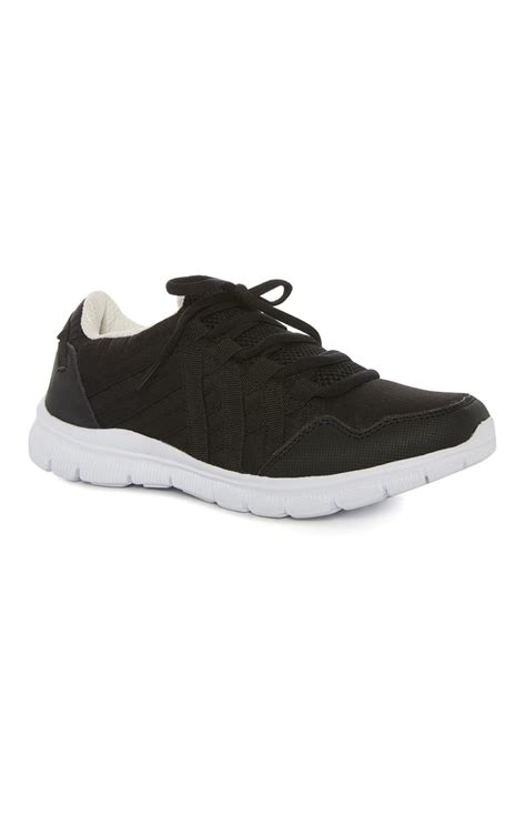 the most comfortable trainers the most stylish and comfortable black and white runner