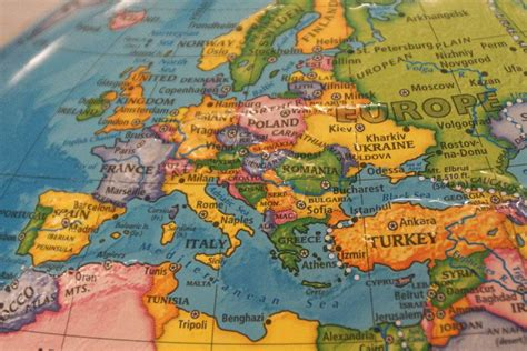 group  students travel  europe  spring break