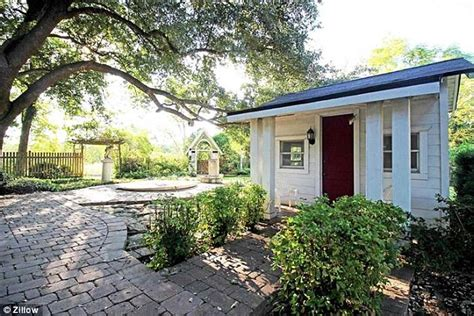 bradshaw estate waco fixer upper s chip and joanna gaines buy 113 year old estate in waco daily mail online